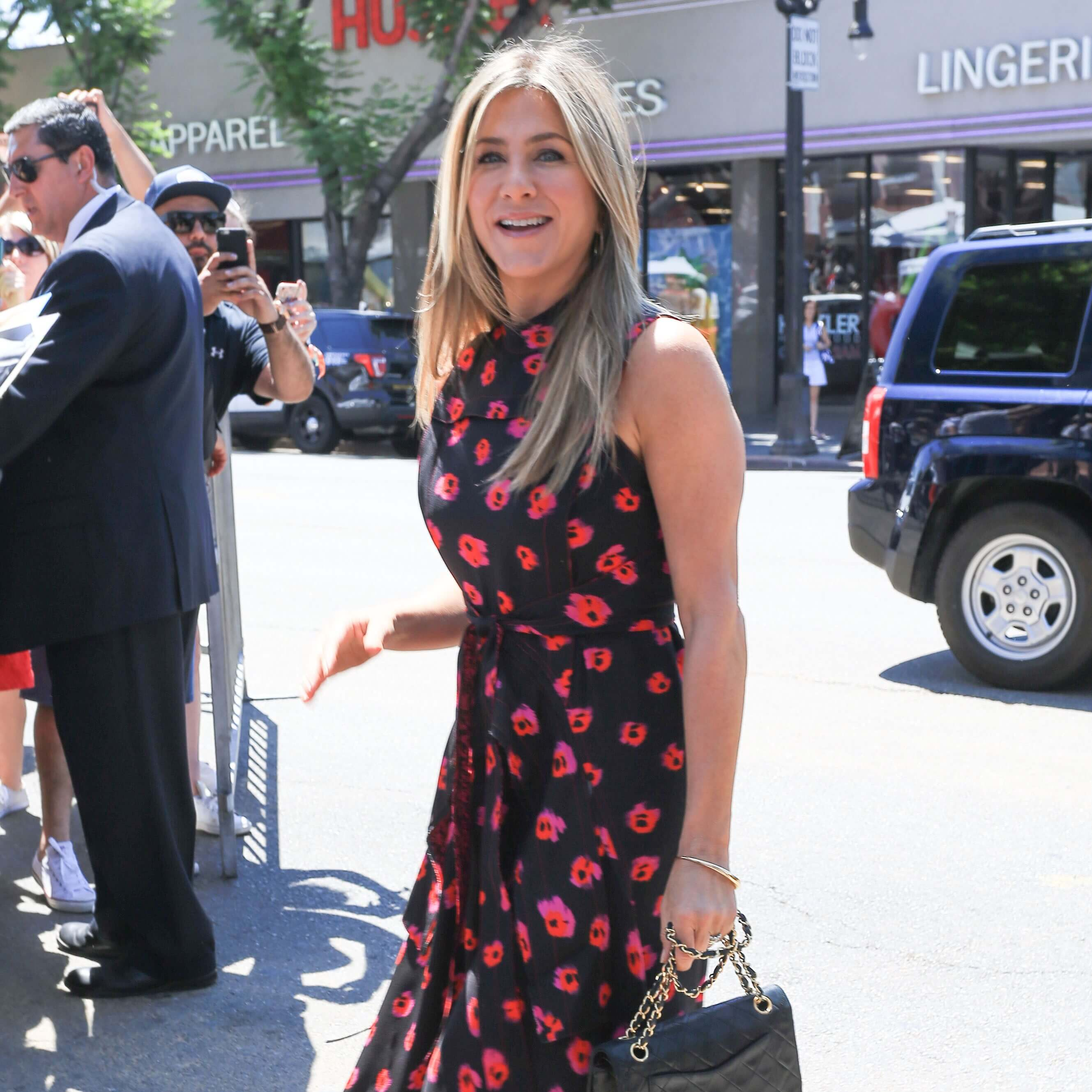 square-jennifer-aniston-celebrity-style[1]