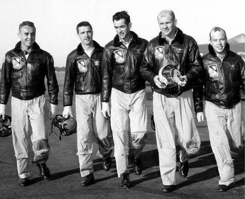 куртка бомбер пилот история